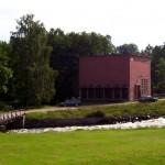 Kraftstation sett från gården